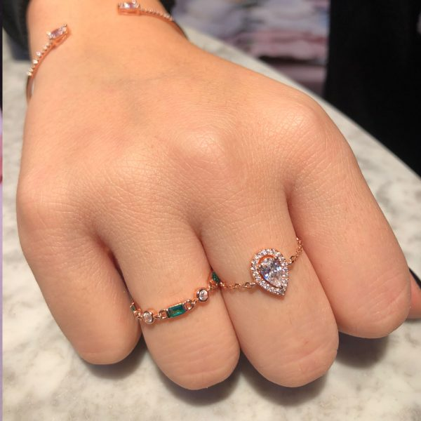 bague-chainette-pierres-vertes-rose-gold