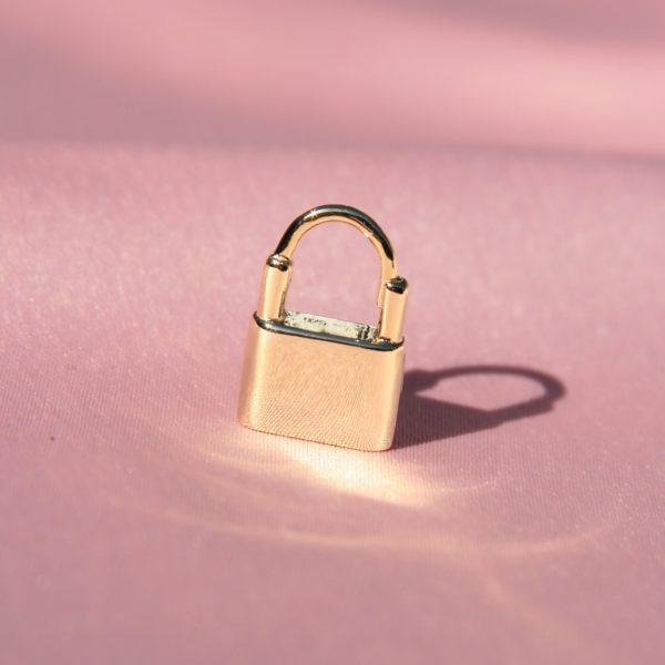 boucle-oreille-cadenas-plaque-or-jaune